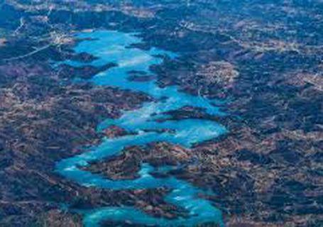 Odeleite reservoir to have a lakeside beach - Algarve.